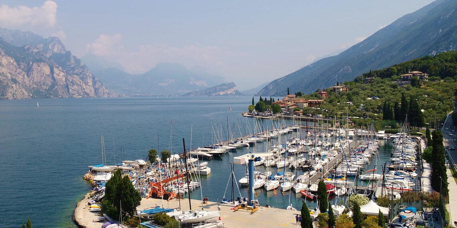 Porto Marina di Navene alla Fraglia Vela Malcesine, Lago di Garda
