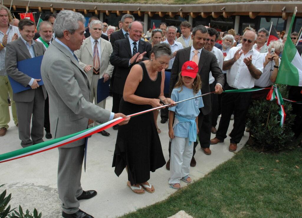 Taglio nastro all'inaugurazione della nuova Sede della Fraglia Vela Malcesine