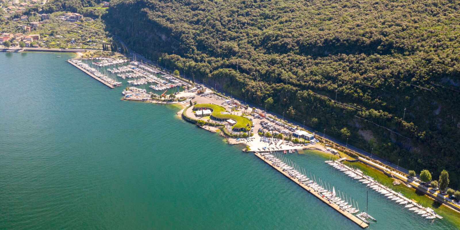 Vista aerea Sede Fraglia Vela Malcesine, Navene, Lago di Garda